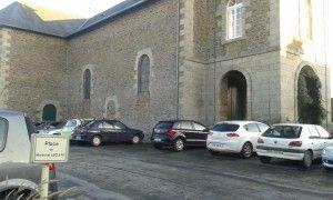 parking église